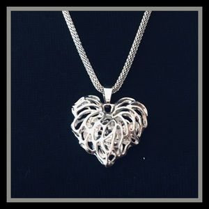 Jewelry - Heart Necklace W/Floating Crystals.